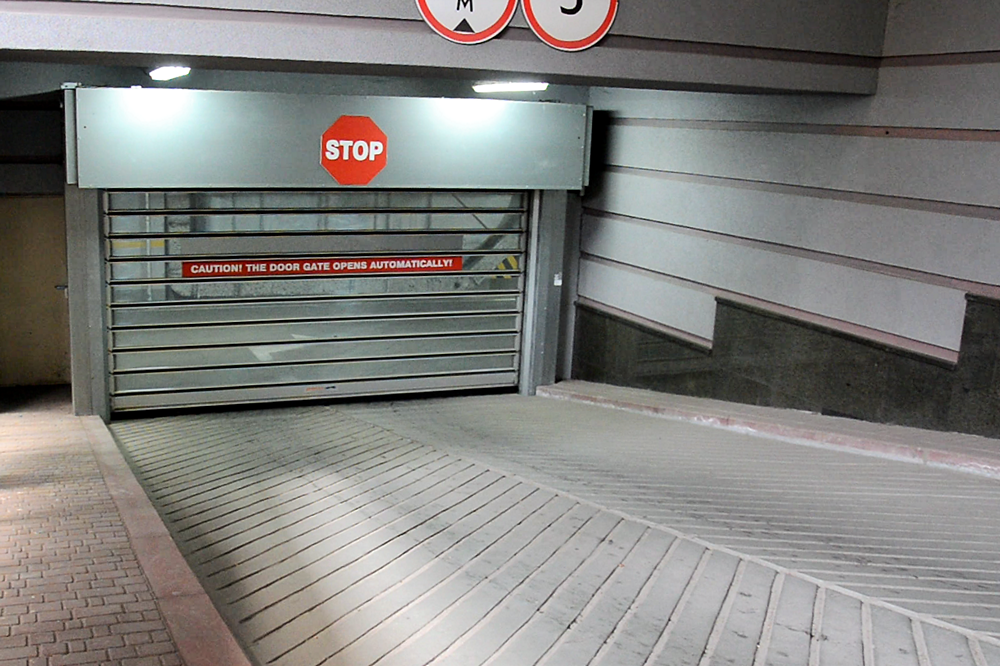 Високошвидкісні ворота EFA-STT в підземному паркінгу бізнес-центру